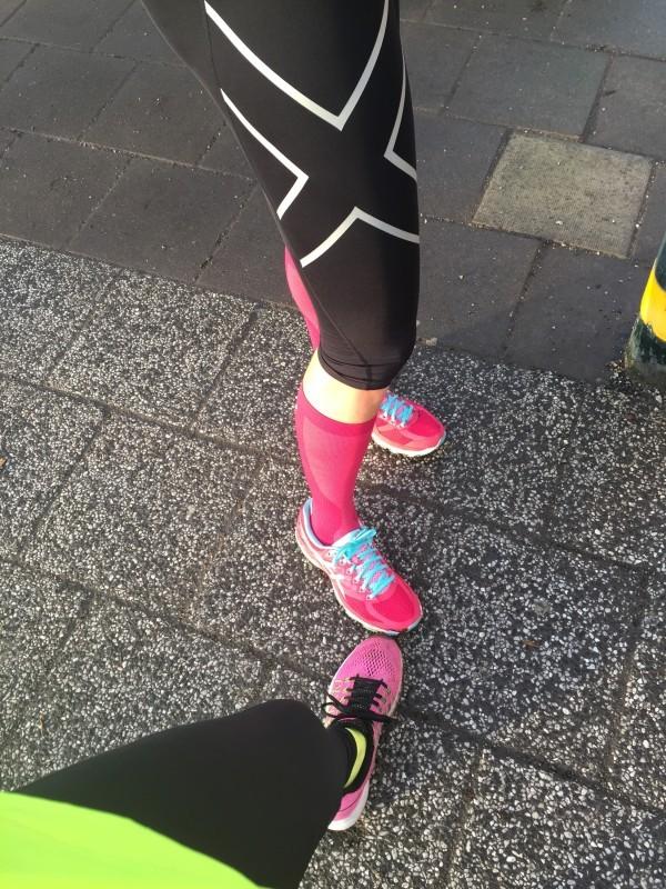 Matchning två: Svarta brallor och rosa skor. Fast hon hade vackra kompression i rosa också. Foto: privat