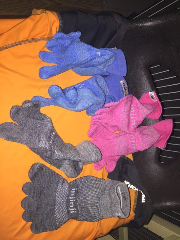 Tre par nytvättade strumpor, tävlingströja och shorts. Härligt lyx. Foto: privat
