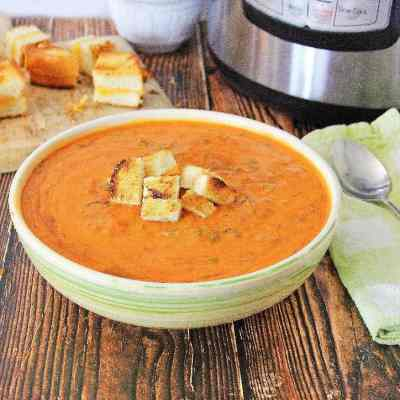 Easy Instant Pot Tomato Soup with Grilled Cheese Croutons