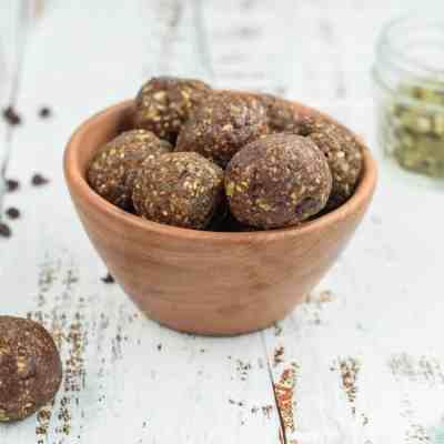 Healthy No-Bake Peanut Butter Crunch Balls
