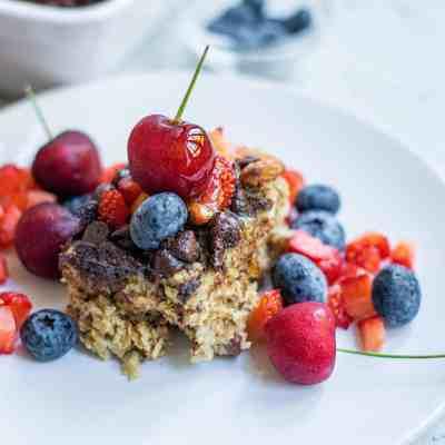 Vegan Baked Oatmeal with Fresh Fruit
