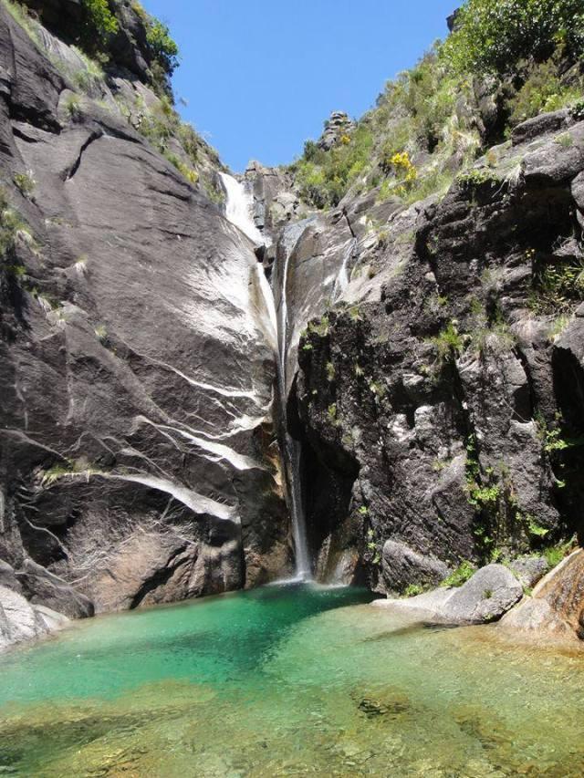 cascata-lagoa-dos-hippies-geres
