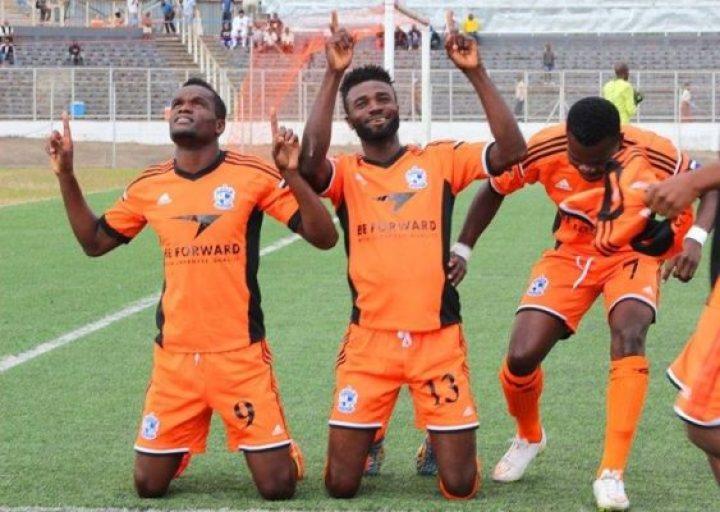 Be forward Wanderers celebrating a goal