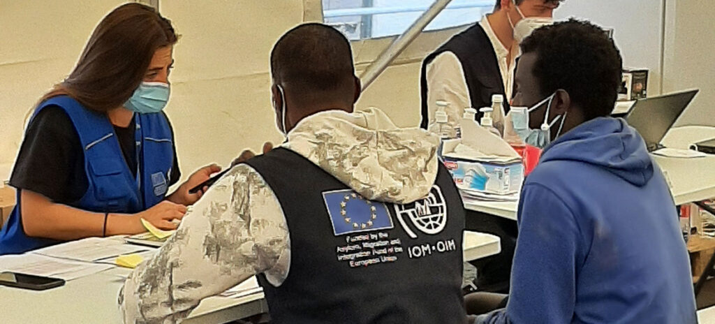 IOM are providing newly arrived migrants with emergency shelter and assistance on the Canary Islands.