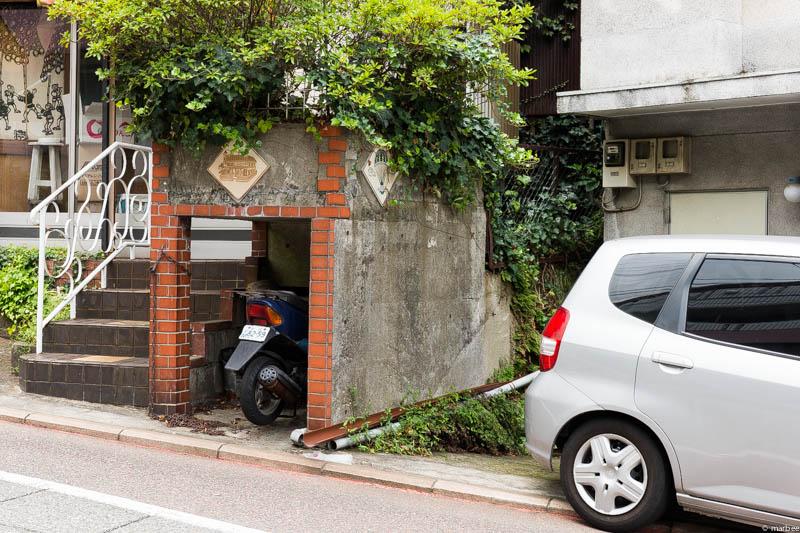 オシャレなスクーターの車庫