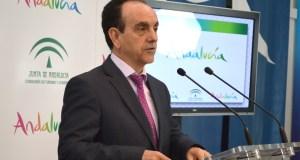 El consejero de Turismo, Rafael Rodríguez, este lunes en rueda de prensa