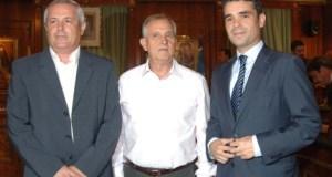 Los portavoces de la oposición en el Ayuntamiento de Marbella, Rafael Piña (OSP); Enrique Monterroso (IU) y José Bernal (PSOE) en una imagen de archivo.