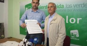 El exconcejal de IU Marbella Enrique Monterroso (drcha) en imagen de archivo junto al actual edil de la misma formación Miguel Díaz. FOTO/ marbellaconfidencial.es