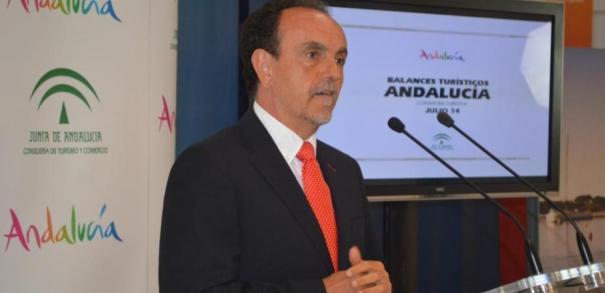 El consejero de Turismo, Rafael Rodríguez, en rueda de prensa