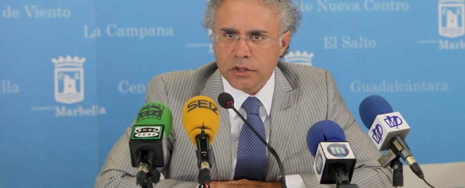 El exconcejal de Turismo del PP José Luis Hernández, durante una rueda de prensa en 2014