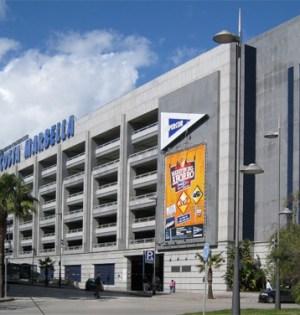 Imagen de archivo de la la fachada de El Corte Inglés de Puerto Banús (Marbella).