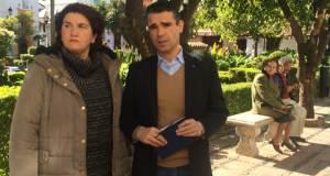 El portavoz municipal del PSOE, José Bernal, junto a la también edil Blanca Fernández