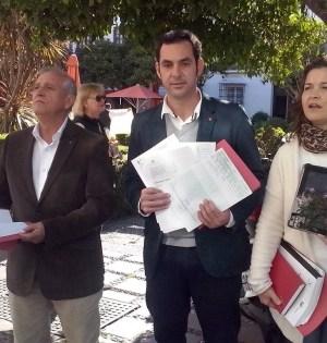 Los concejales de IU Miguel Díaz y Enrique Monterroso junto a la dirigente de la coalición Carmen Varo