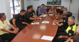 El concejal delegado de Seguridad Ciudadana, preside una reunión de mandos de la Policía Local junto a la alcaldesa, en imagen de archivo