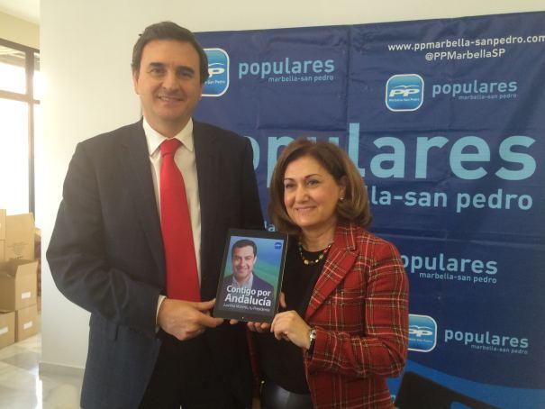 El concejal Félix Romero junto a la también edil Carmen Díaz, ahora sancionada por una infracción urbanística, en imagen de archivo. Foto/ marbellaconfidencial.es