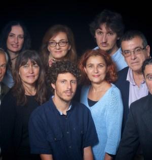 El candidato a la Alcaldía de Costa del Sol Sí Puede, José Carlos Núñez (centro camisa azul) rodeado de los ocho primeros puestos de su lista electoral