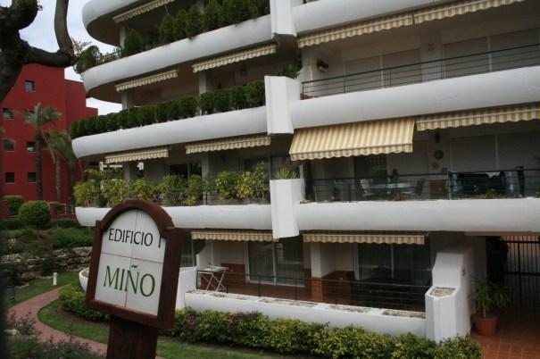 Imagen de uno de los edificios donde se ubican los inmuebles que administra Cristóbal Garre. Foto/ marbellaconfidencial.es