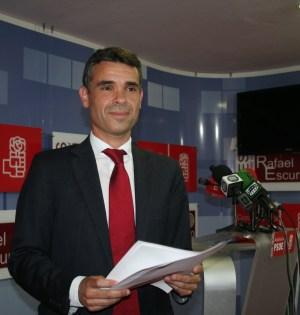 El candidato a la Alcaldía de Marbella por el PSOE, José Bernal, este viernes en rueda de prensa. Foto/ marbellaconfidencial.es