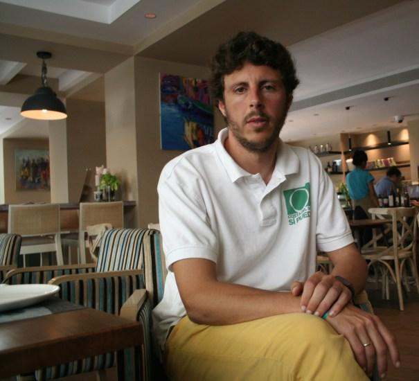 El candidato a la alcaldía de Marbella por Costa del Sol Sí Puede,  José Carlos Núñez 'Kata', durante la entrevista. Foto/marbellaconfidencial.es