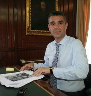 El alcalde de Marbella, José Bernal, este viernes en su despacho, durante una entrevista con marbellaconfidencial.es