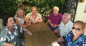 La presidenta del PP de Marbella, Ángeles Muñoz, reunida este sábado con representantes de centros de Mayores.