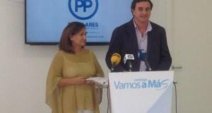 Los concejales del PP Carmen Díaz y Félix Romero este martes en rueda de prensa.