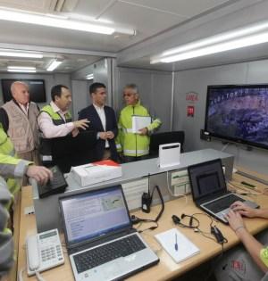 El delegado de la Junta en Málaga, José Luis Ruiz Espejo (tercero de izqda adrcha) junto al alcalde de Marbella, José Bernal, cuarto, este jueves durante un simulacro de incendio en la ciudad