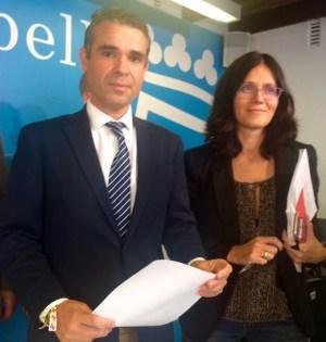 El alcalde de Marbella, José Bernal, en rueda de prensa junto a la edil delegada de Urbanismo, Isabel Pérez (imagen de archivo) Foto/ marbellaconfidencial.es