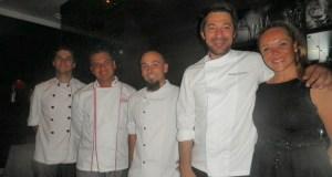 El chef propietario de Messina, Mauricio Giovanini, junto a su equipo