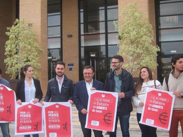 El diputado y cabeza de lista del  PSOE por Málaga al Congreso, Miguel Ángel Heredia, este viernes en un acto celebrado en la Facultad de Ciencias de la Educación. Foto/ Europa Press