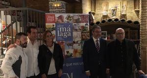 Leonor García Agua y Francis Salado, vicepresidente de la Diputación de Málaga, durante la presentación de los vinos. FOTO/ EUROPA PRESS