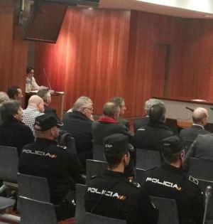 Imagen del banquillo de los acusados en la primera sesión del juicio por el caso de la finca El Pinillo. Foto/ Europa Press