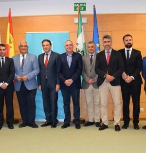 Alcaldes de la Costa del Sol este viernes con el consejero de Economía y el delegado de la Junta en Málaga. FOTO/ EP