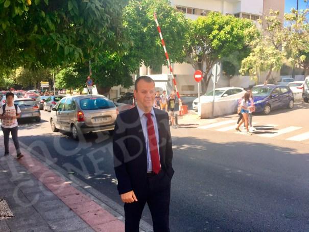 El titular del Juzgado de Instrucción 5 de Marbella, Sergio Ruiz Martín, en imagen de archivo, a su salida de la sede judicial en el barrio de Miraflores. FOTO/ MARBELLA CONFIDENCIAL