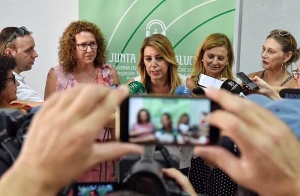 La presidenta de la Junta, Susana Díaz, este miércoles en un centro de Salud de Garrucha (Almería). FOTO/ Junta de Andalucía