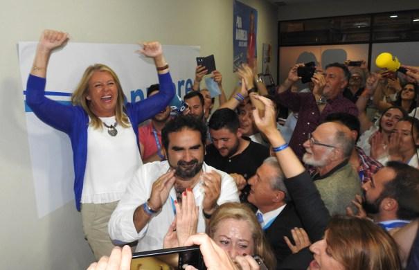 La candidata del PP de Marbella, Ángeles Muñoz, en el momento en el que se conocía la mayoría absoluta que le otorgaban sus catorce concejales. FOTO/ JAVIER MARTÍN