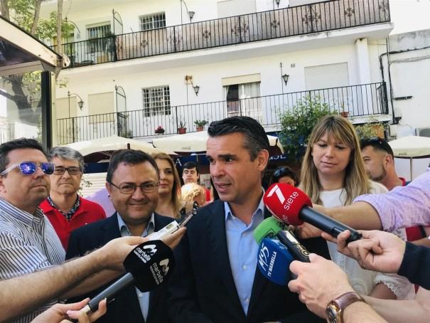 Bernal, junto a Heredia y Martín Palop, en un acto de partido este miércoles. FOTO// PSOE
