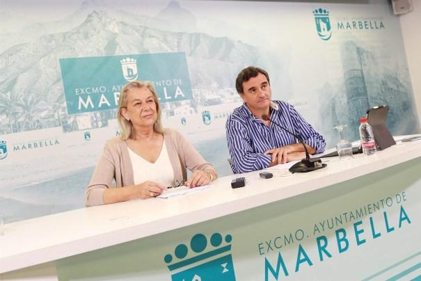 La edil de Urbanismo, Kika Caracuel, junto al portavoz del PP, Félix Romero este lunes en rueda de prensa tras la junta de gobierno local semanal. FOTO/ Ayto de Marbella