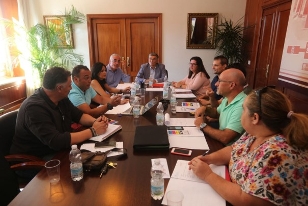 Imagen de la reunión mantenida este miércoles en la Tenencia de San Pedro. FOTO/ Ayto de Marbella