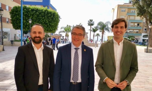 De izqda a drcha Mario Cortés, candidato al Congreso por Málaga, el presidente de la Diputación, Francisco Salado y el cabeza de lista a la Cámara Baja, Pablo Montesinos, este martes. FOTO/ PP