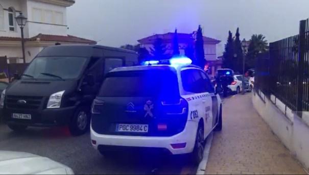 Una patrulla de la Guardia Civil este jueves en la escena del crimen de Mijas. FOTO/ MARBELLA CONFIDENCIAL