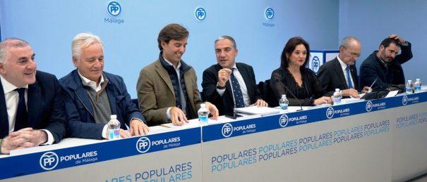 Imagen reciente de la Junta Directiva del PP de Málaga, presidida por Elías Bendodo, tras las pasadas elecciones generales. FOTO/ PP