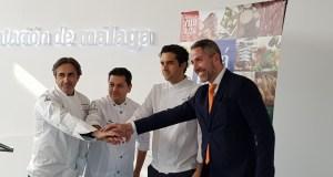 El vicepresidente de la Diputación de Málaga, Juan Carlos Maldonado, junto a los cocineros que participan en Madrid Fusión. FOTO/ Diputación