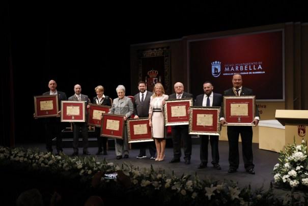 Imagen de todos los galardonados junto a la alcaldesa de Marbella, Ángeles Muñoz, este 28 de febrero. FOTO/ Ayto de Marbella