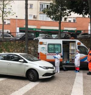 Imagen de un test rápido realizado este martes en el ambulatorio de Las Albarizas. FOTO/ RTV Marbella