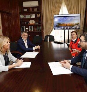 Imagen de la firma del acuerdo entre el Ayuntamiento de Marbella y la Empresa Pública de Emergencias Sanitarias (EPES). FOTO/ Ayto de Marbella