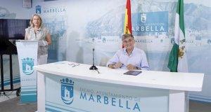 La delegada de Urbanismo de Marbella, Kika Caracuel, junto al teniente de alcalde de San Pedro, Javier García, este lunes durante la comparecencia de ambos. FOTO/ Ayto de Marbella