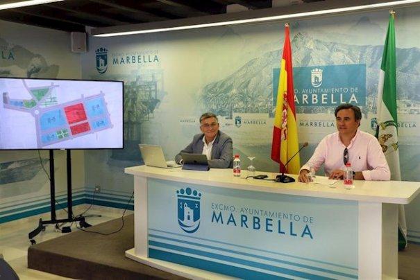 El portavoz municipal del equipo de gobierno de Marbella, Félix Romero, junto al teniente alcalde de San Pedro, Javier García, este lunes en rueda de prensa. FOTO/ Ayto de Marbella