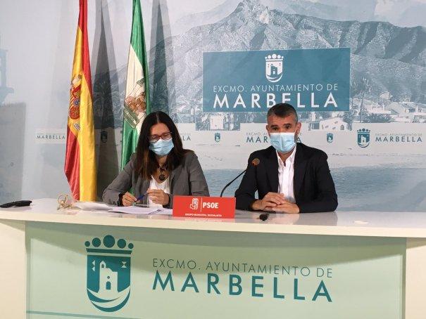 Los concejales del PSOE de Marbella Pepe Bernal e Isabel Pérez este miércoles en rueda de prensa. FOTO/ PSOE