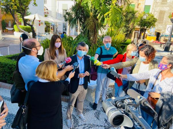 El portavoz del PSOE de Marbella y exalcalde, Pepe Bernal, atiende a los periodistas este jueves. FOTO/ PSOE